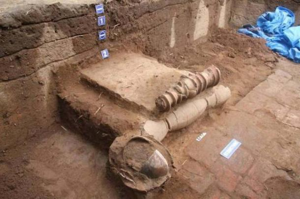 Two layers of terracotta pipelines found in the 5th phase of excavations at Keezhadi in Tamil Nadu. (ma23terracotta pipelines Keeladi)