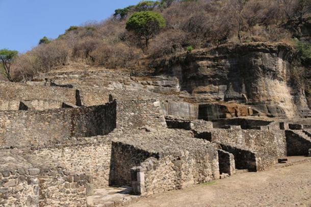 The typical Aztec style of construction consisting of small cemented stones. (© Marco Vigato)
