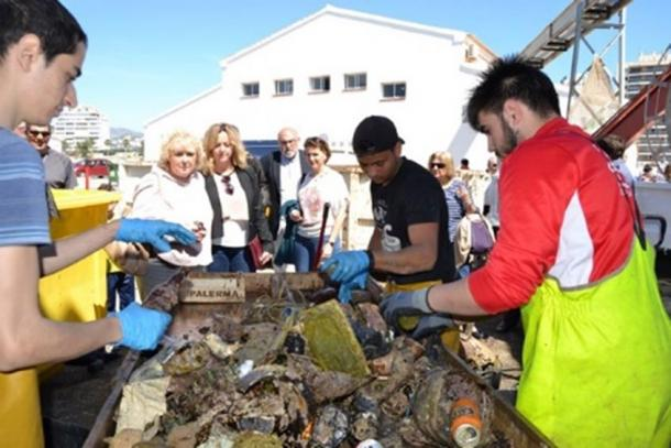 In addition to this unusual finding, the cleanup day was a success. 1,540 kilos of garbage was removed from the Mediterranean seabed off the coast of Calpe