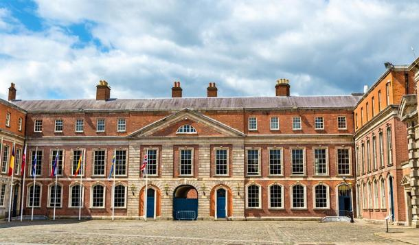 Upper Yard of Dublin Castle, Ireland (Leonid Andronov / Adobe Stock)
