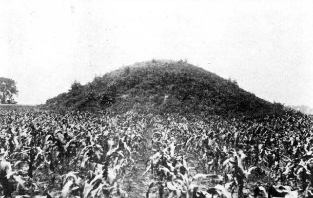 Pre-excavation view of the Adena Mound, located in Chillicothe, Ohio, United States, northwest of downtown. The type site for the Adena culture, the site is listed on the National Register of Historic Places, even though the mound was removed decades ago. It was excavated in 1901.