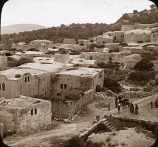 A village along the eastern slope of the Samaritan mountain believed to be the location of King Ahab's ivory palace.