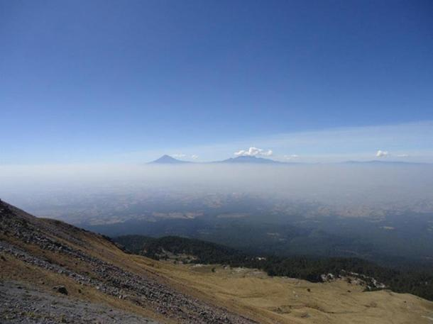 View of the volcanoes from the top of the volcano Malintzin.