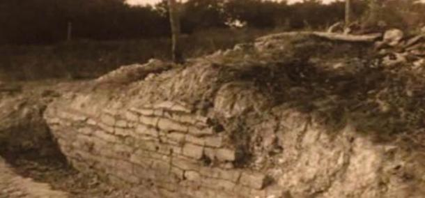 """A historic photo of the """"wall"""" found in Rockwall, Texas."""