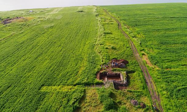 The walls of Qalatga Darband, running down to Lake Dokan.