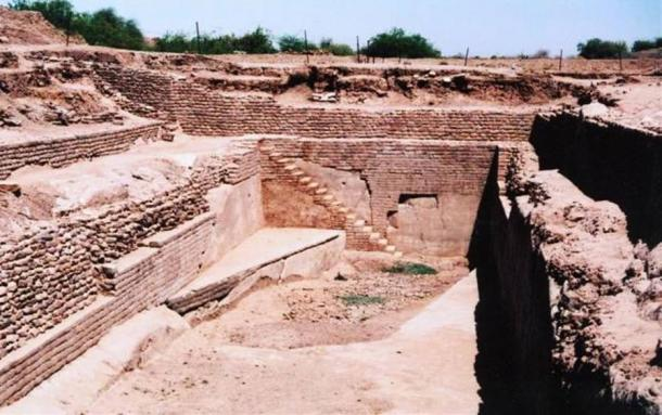 Sophisticated water reservoir. Dholavira, India.