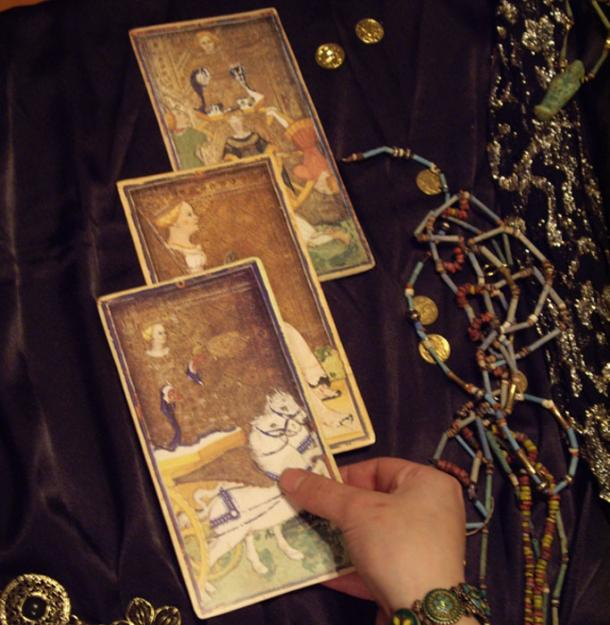 The witches spell to be cast on Trump may involve the use of tarot cards. (Talia Felix / Public Domain)