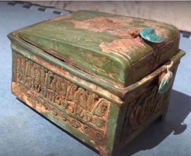 The wooden chest found at the excavation site, which has revealed clues to the location of Thutmose II's tomb. (Andrzej Niwiński / Warsaw University's Institute of Archaeology)