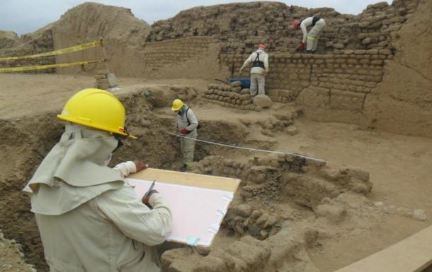 Beginning work at the Huaca Toledo of Chan Chan.