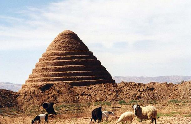 A yakhchal in the Dasht-e-Kavir desert, Iran