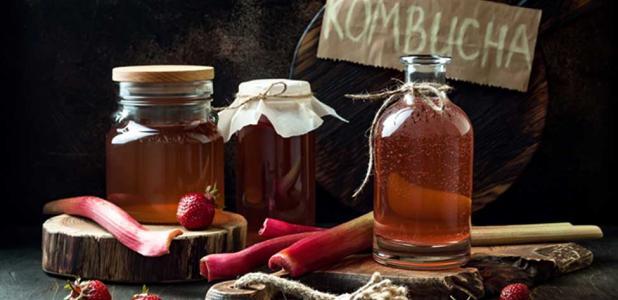 Homemade fermented raw kombucha tea with different flavorings. Source: sveta_zarzamora / Adobe.