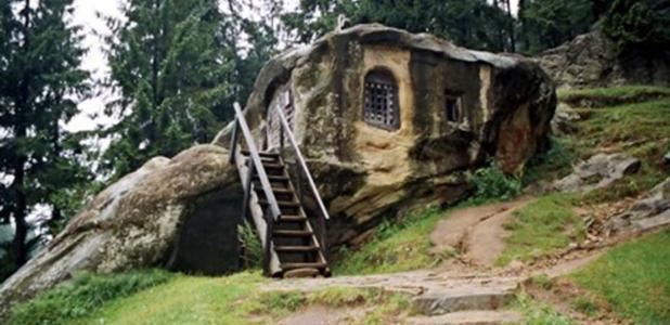 Saint Daniel's rock hewn house, Putna