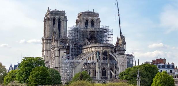 Ancient Skills Used to Raise Roof Truss at Notre Dame Cathedral