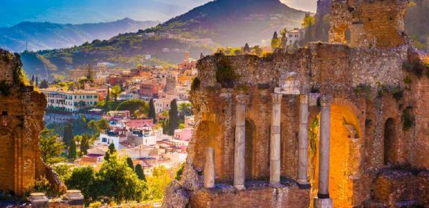 The Ruins of Taormina Theater, Sicily (romas_ph / Adobe Stock)