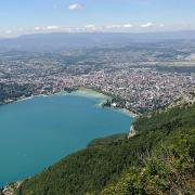 Panoramic sight of Annecy and Lake Annecy. (CC BY-SA 3.0)