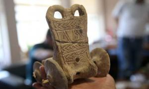 The 5,000-year-old toy chariot found in Turkey.