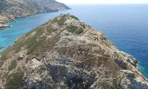 Dhaskalio promontory (Keros Island, Greece) shows evidence of extensive earth and metal works to sculpt its natural pyramid shape.