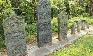 A line of Hero stones from 10th century at Trimurthi Narayana Gudi, Bandalike village, Karnataka state, India.