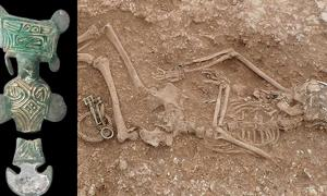 This is a female burial unearthed at Anglo-Saxon cemetery in Lincolnshire.