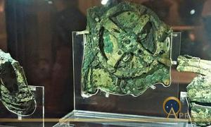 Antikythera Mechanism -  National Archaeological Museum, Athens by Joy of Museum (CC BY-SA 4.0)
