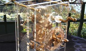 Modern model of the Antikythera Mechanism ( CC BY-SA 3.0 )
