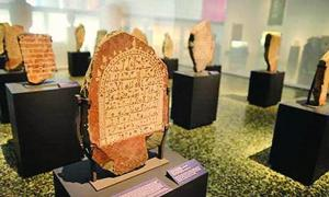 A photo showing some stelae found with Arabic inscriptions.