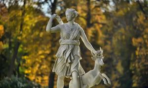 A statue of Artemis as the mythological Roman huntress Diana.