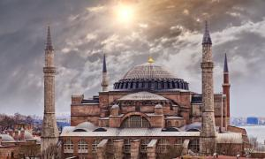 Hagia Sophia built by Emperor Constantine of the Byzantine Empire. Source: feferoni  / Adobe Stock.