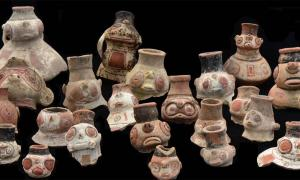 Some archaeologists pointed to dramatic shifts in Caribbean pottery styles as evidence of new migrations. But the Caribbean DNA study shows all of the styles were created by one group of people over time. These effigy vessels belong to the Saladoid pottery type, ornate and difficult to shape.            Source: Corinne Hofman and Menno Hoogland / Florida Museum of Natural History