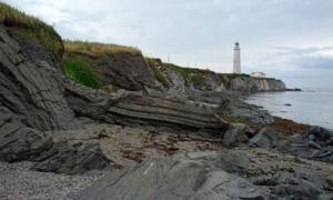 The coast of the 1847 Carricks shipwreck at Cap-Des-Rosiers beach in Quebec. Source: Amqui / CC BY-SA 2.0.