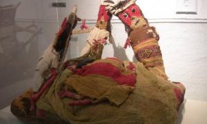 Chancay burial dolls.