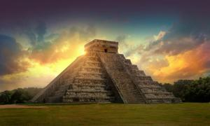Pyramid Kukulkan, Chichén Itza, Mexico, Maya archeological site.      Source: IRStone / Adobe Stock