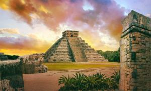 The Maya pyramid of Kukulcan at Chichen Itza in Mexico. 	Source: IRStone /Adobe Stock