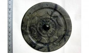 This Chinese-made mirror from the Yayoi Pottery Culture period (300 BC- 300 AD) was unearthed whole from an archaeological site in Fukuoka, Japan.