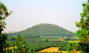 This is the huge 'Chinese Pyramid' mound of the Maoling Mausoleum of Emperor Wu of Han.