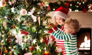 Is There a Right Time to Take Down Your Christmas Decorations?