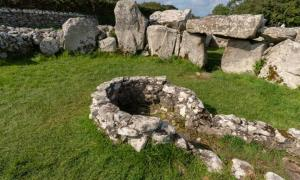 Creevykeel Court Tomb.
