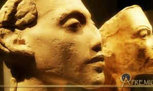 : Portraits of Akhenaten and Nefertiti from the workshop of Thutmose, the royal sculptor. Tell el-Amarna. Neues Museum, Berlin. (Photo: Heidi Kontkanen)