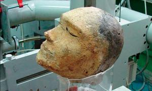 The death mask found in Shestakovsky burial mound No 6.	Source: Vyacheslav Porosev, Instutute of Nuclear Physics, SB RAS