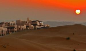 Deriv; The sands of Rub' al Khali in Saudi Arabia (CC BY-SA 3.0), and dwellings near the Liwa Oasis, UAE