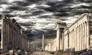 The famous colonnade street of Apamea which has reportedly been destroyed. (Maurizio / Adobe)