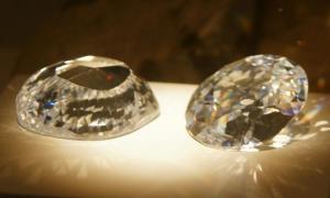 Replicas of the Koh-i-Noor Diamond – The Mountain of Light.