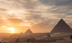 Giza pyramids where the Dixon relics were discovered. Source: kanuman / Adobe.
