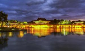 Donggung Palace and Wolji Pond at sunset   Source: ARTIT/ Adobe Stock