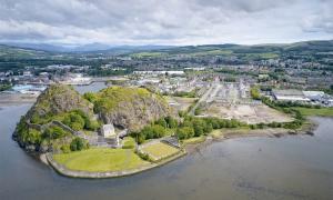 Dumbarton Castle, overlooking the River Clyde          Source: Richard Johnson / Adobe Stock.