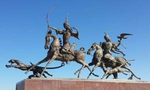 FIG 1.2. Tuva monument, mounted nomad archeress and falconer