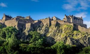 Panoramic view of Edinburgh Castle             Source: Jeff Whyte /Adobe