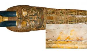 The fingerprints were discovered by museum researchers on an inner coffin lid belonging to the priest Nespawershefyt from about 1000 BC.
