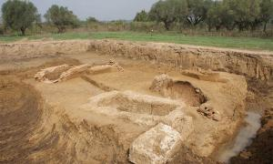 Recent Dig Unearths Eight Tombs at Ancient Elis Necropolis