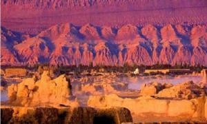 The Flaming Mountains of Turpan, Xinjiang, China. (Dosisdemi.com)